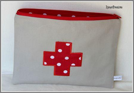 trousse pharmacie croix