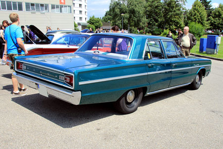 Dodge_coronet_440_4door_sedan_de_1966__RegioMotoClassica_2010__02