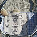 BRODERIE DE CISEAUX GRIS sur toile Aïda blanche