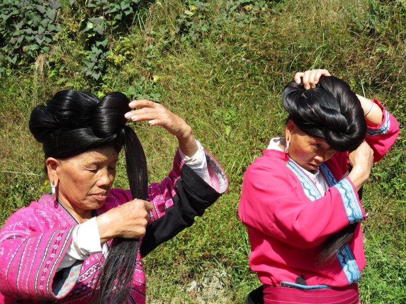 femmes aux longs cheveux de la tribu Yao