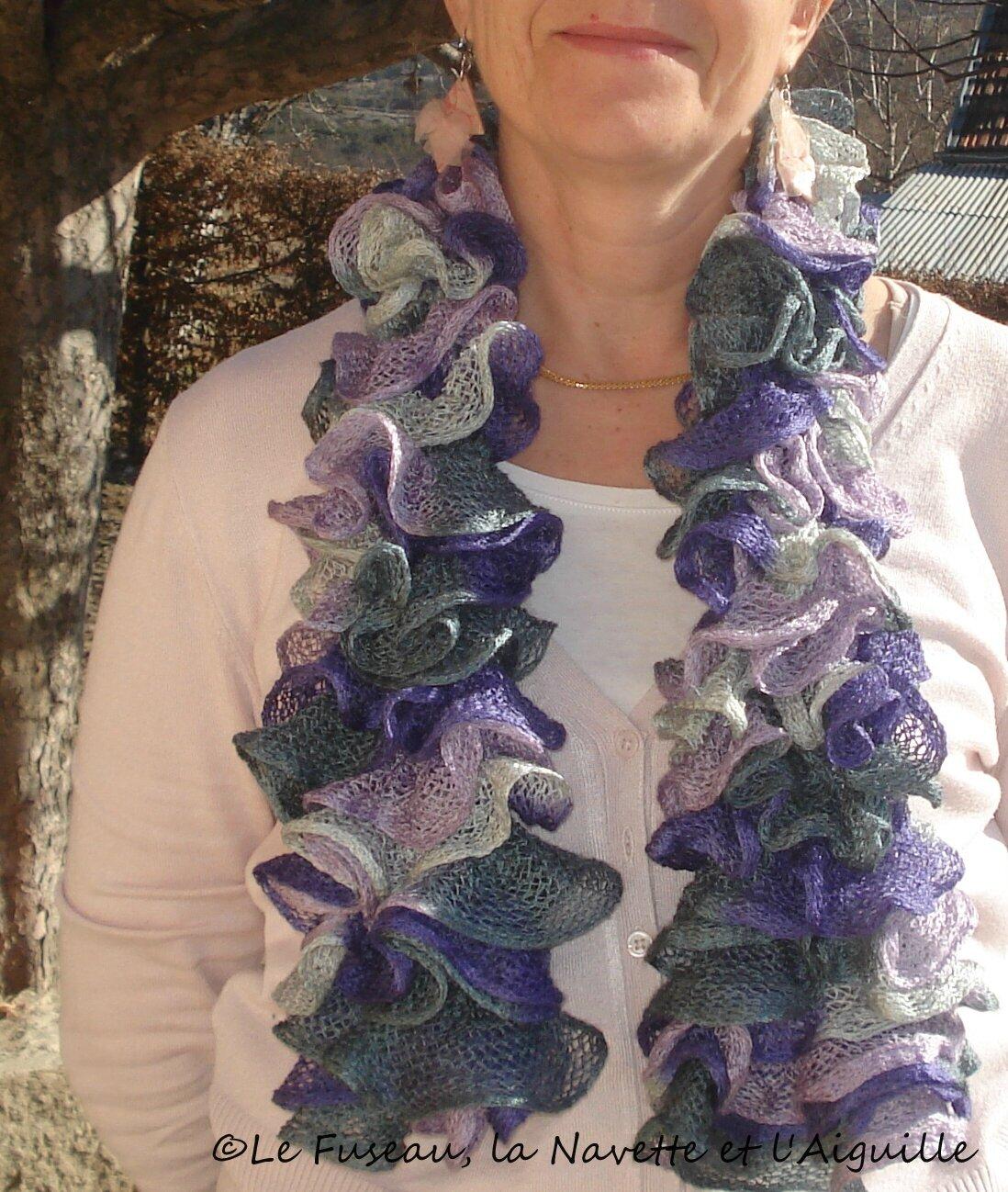 Echarpes tricotées à volants