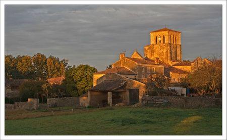 village gatine 79 soleil matin 081011