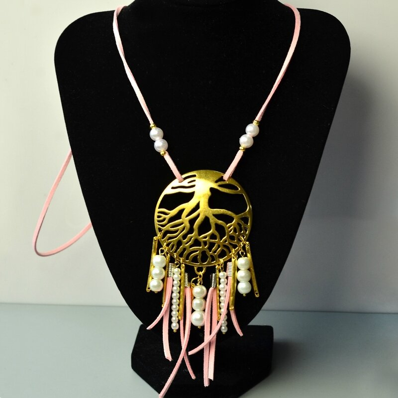 Easy-Tutorial-on-Faux-Suede-Cord-and-Pearl-Bead-Pendants-Necklace-5
