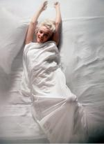 1961-11-17-santa_monica-by_douglas_kirkland-bed-032-1a