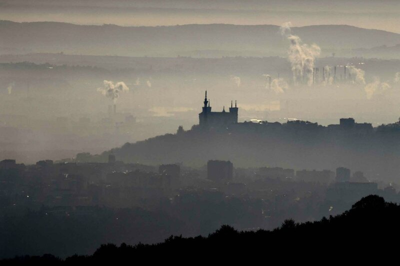 2048x1536-fit_lyon-engluee-dans-un-episode-de-pollution-le-8-decembre-2016-afp-photo-philippe-desmazes