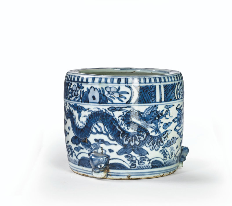 A blue and white 'dragon' censer, Ming dynasty, Wanli period (1573-1619)