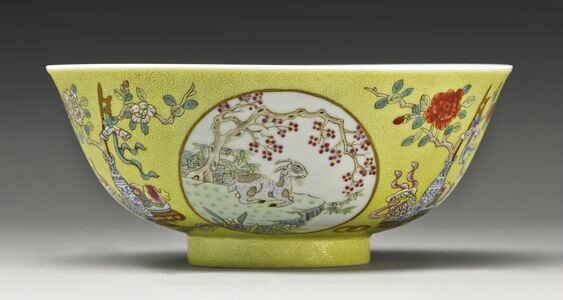 A famille-rose yellow-ground 'Medallion' bowl, Guangxu mark and period (1875-1908)