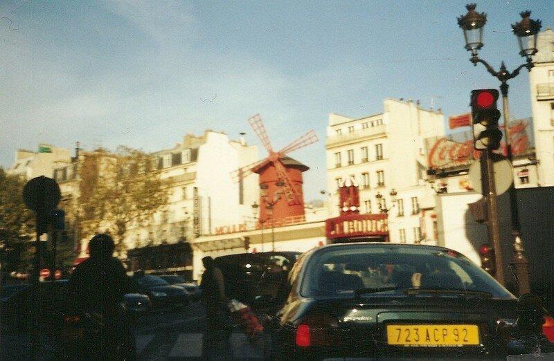 Paris vue de la bagnole : Moulin Rouge (75)
