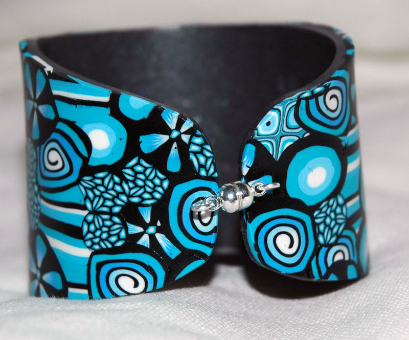 Black_and_blue_Bracelet_esclave_en_pâte_fimo_fermeture