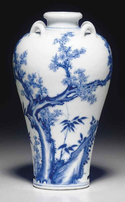 An unusual small blue and white vase, Yongzheng period (1723-1736)