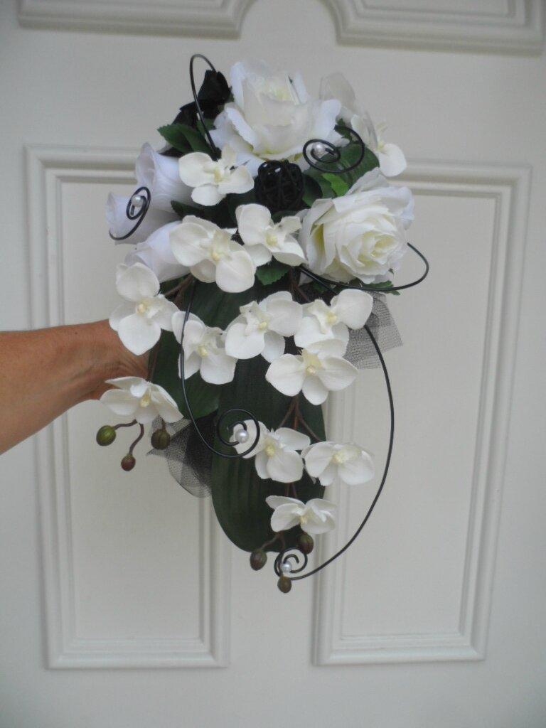 bouquet de mariée en cascade noir et blanc en fleurs artificielles