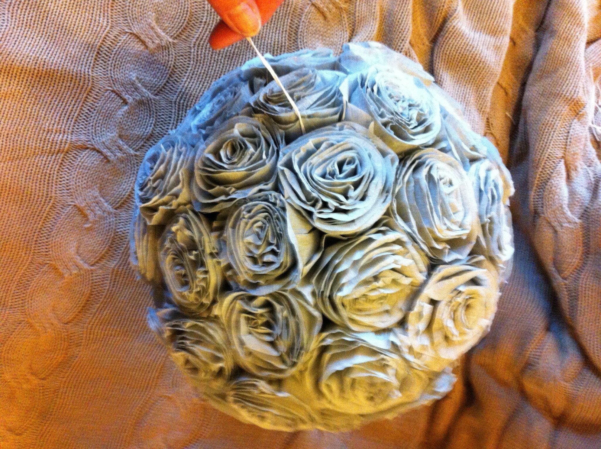 Boule A Fleur En Papier Crepon Avec Tuto La Couronne En Zinc