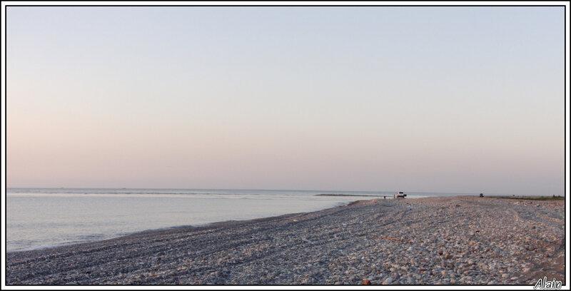 une plage... de galets
