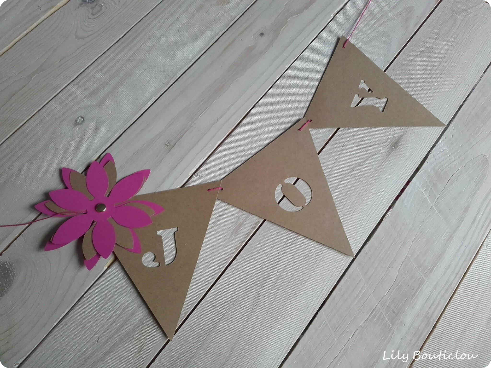 guirlande fanions carton pennant garland cardboard joy silhouette cameo lilybouticlou
