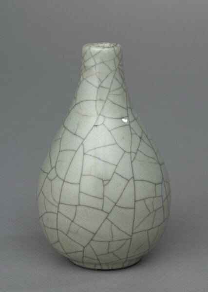 Bottle Vase, Guan ware, 1127-1279, China, Southern Song dynasty © 2013 Cleveland Museum of Art.