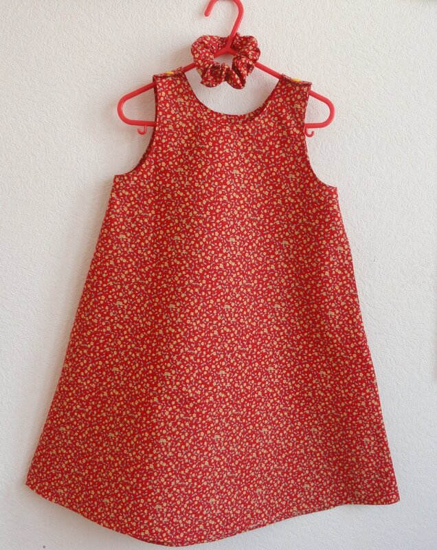 Robe rouge fleurie 2 ans