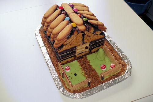 Gâteau en forme de maison/chalet