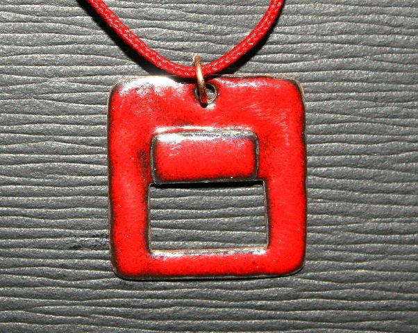 Collier Pendentif Email opaque sur Cuivre Rouge cerise collection