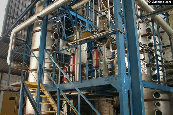 les-colonnes-de-distillation-du-rhum-trois-rivieres