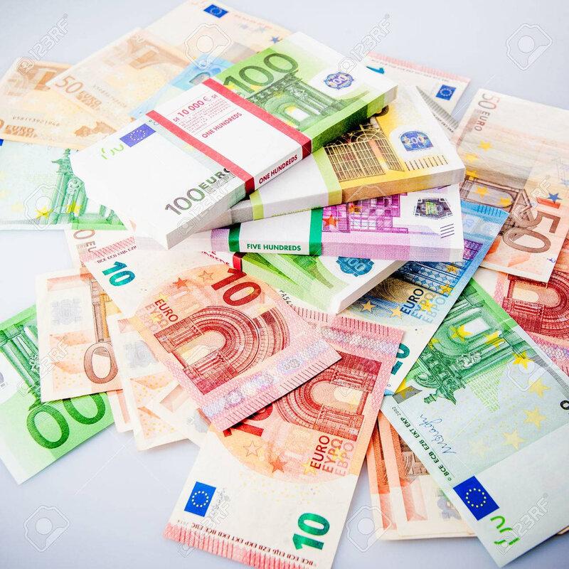 69133556-beaucoup-d-argent-en-espèces-euros-billets-d-argent-euro-argent-fond-d-euro