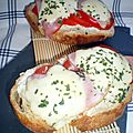 Tartine boursin, tomates, bacon et mozzarella