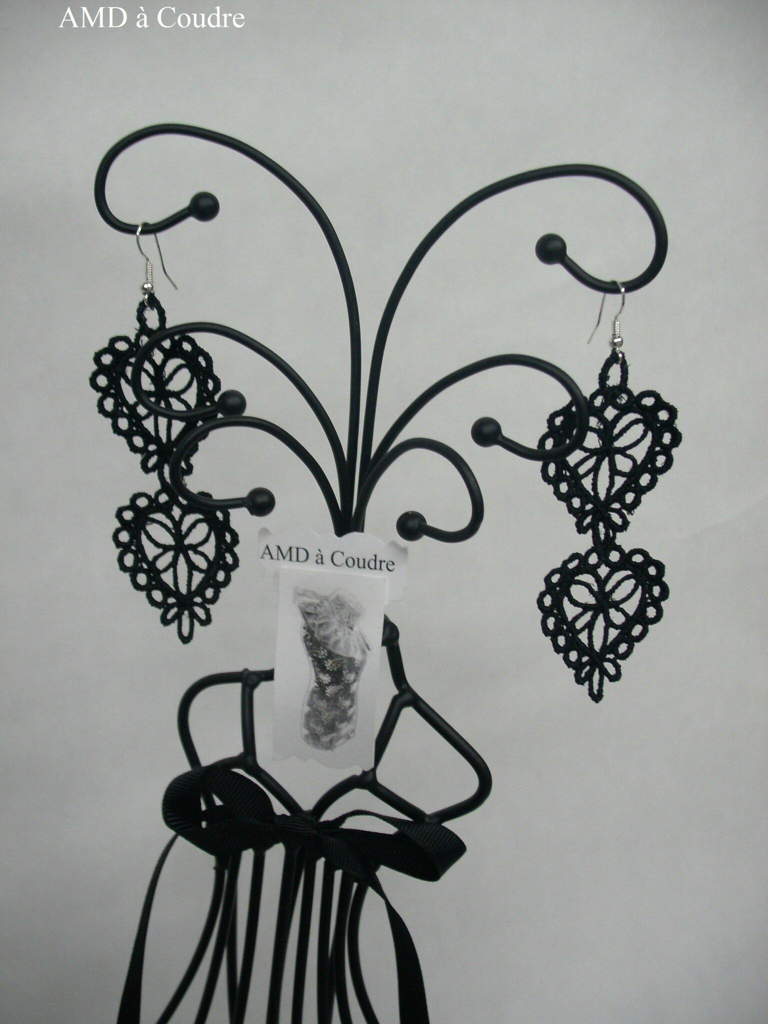 Bijoux brodés dentelle-lace-embroidery by AMD à Coudre