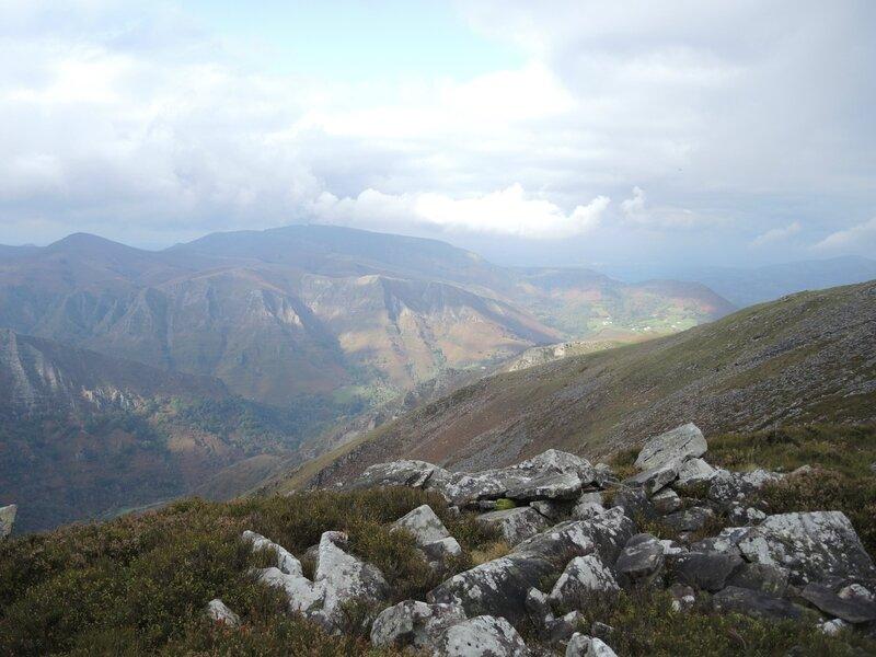 M) Bidarray, Iparla, rochers et Artzamendi (64)