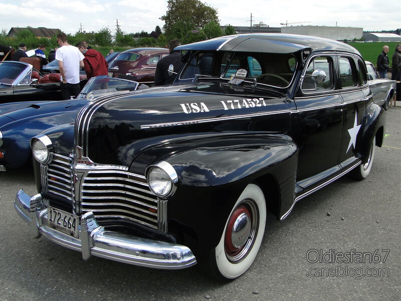 Pontiac Deluxe Torpedo Eight 4door sedan-1941-01