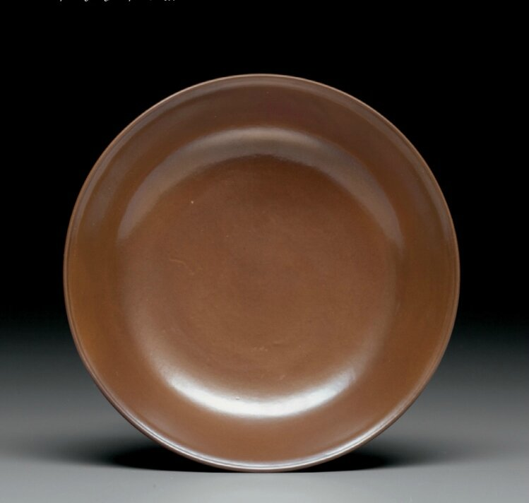 Acafe-au-lait-glazed dish, Yongzheng six-character mark in underglaze blue within a double circle and of the period (1723-1735)