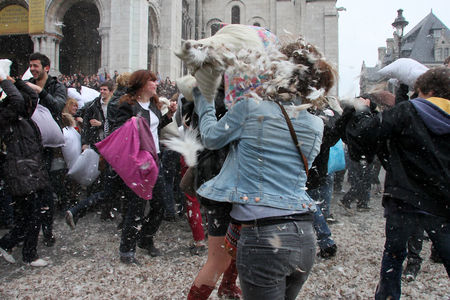 10_Pillow_fight_12_4284