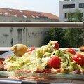 salade de crudités, lardons et croq' chèvre sur balcon