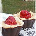 Tartelettes crème patissière & fraises en coque de chocolat