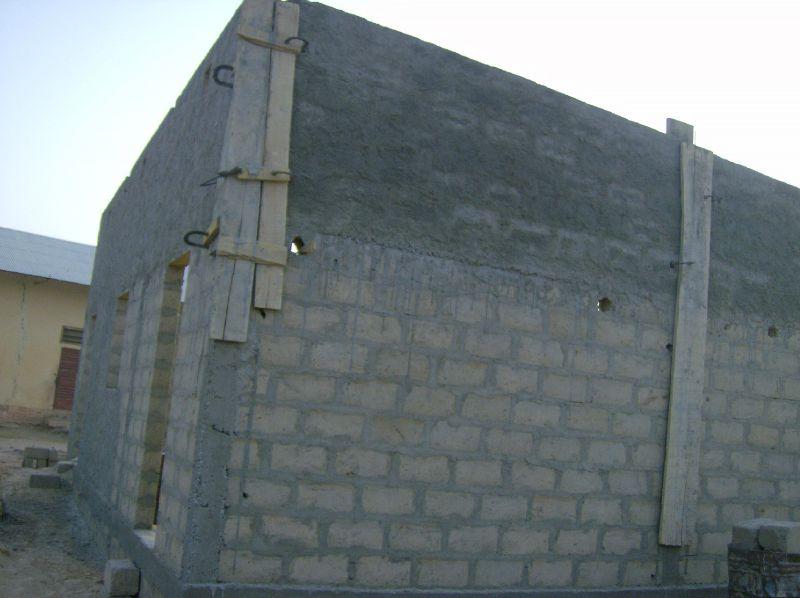 Les murs s'élèvent au premier linteau