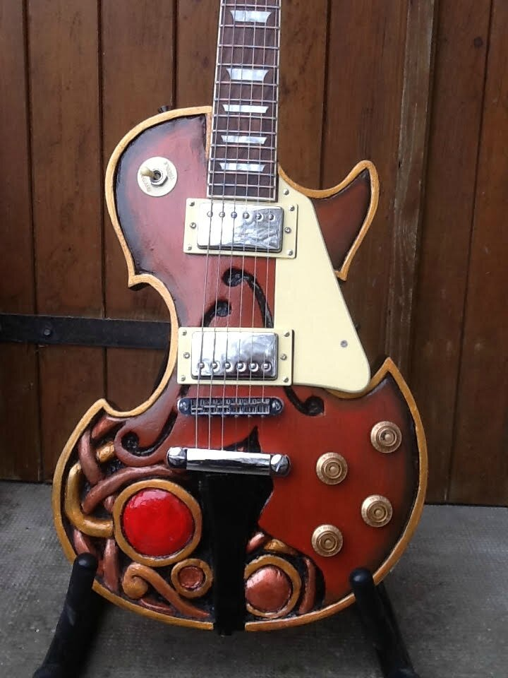 "GUITARE SCULPTEE.....LES PAUL ""RED BALL"""