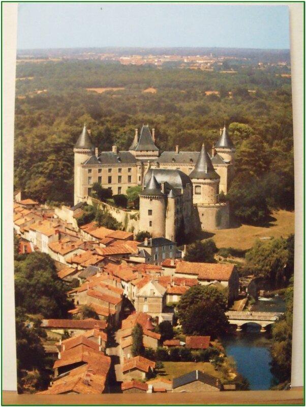Verteuil - le chateau et le pont sur la Charente