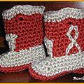 Des bottes de cowboy au crochet pour bébé