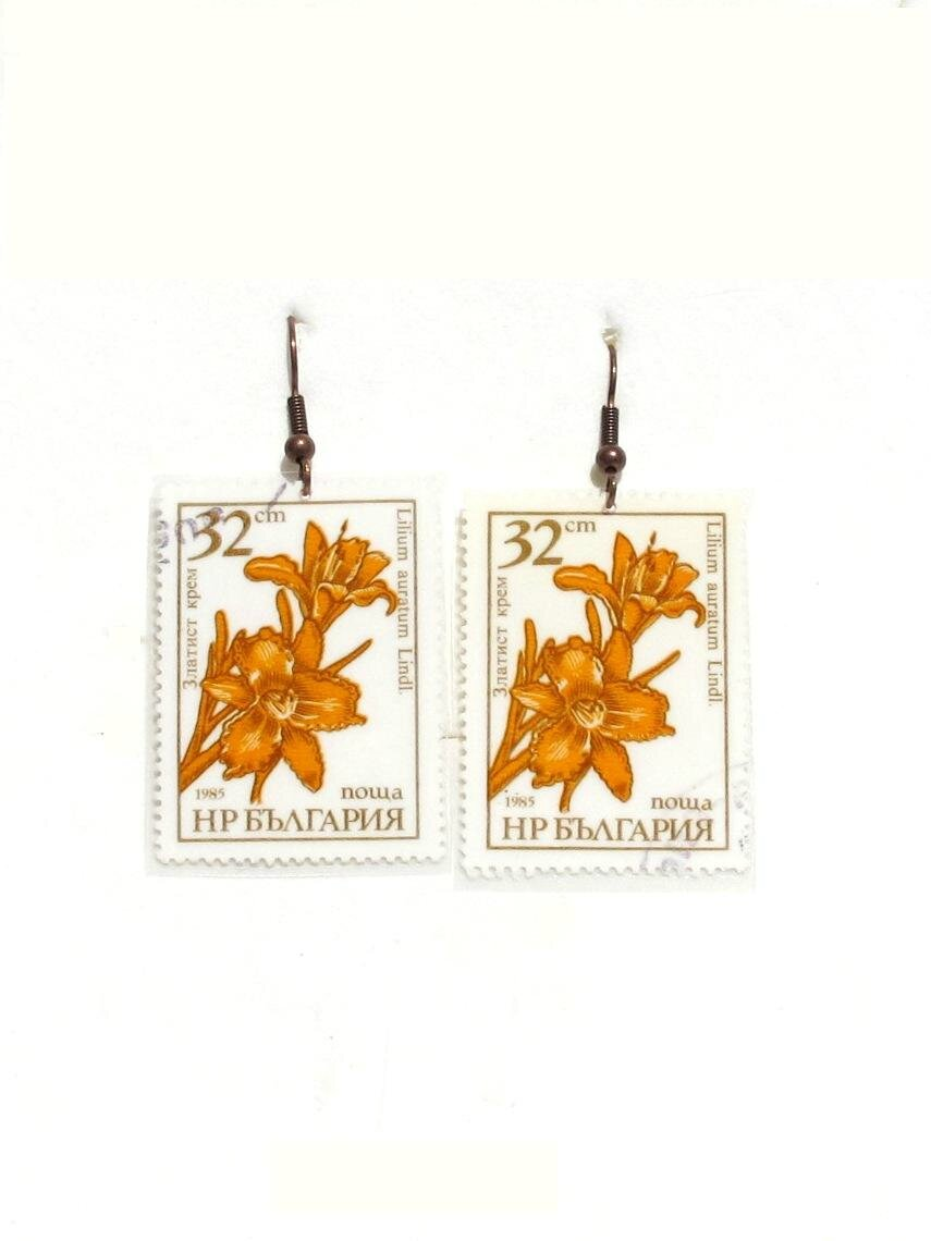 boucles d'oreilles timbres bulgare fleurs de lys jaunes