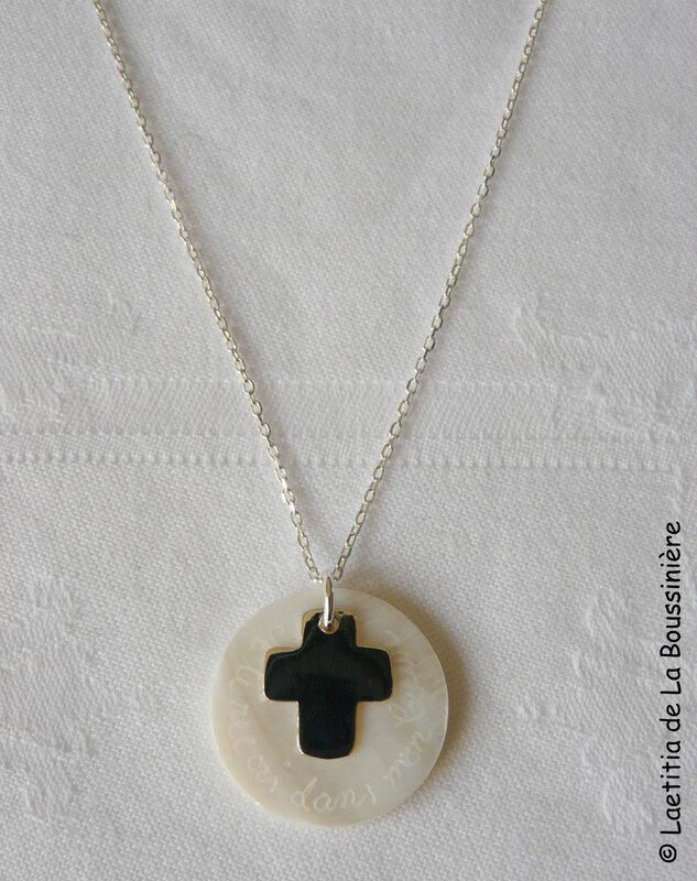 Collier de Communion Croix 17 mm (sur chaîne argent massif) - 40 €