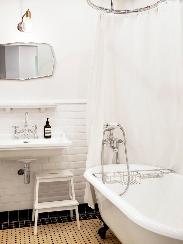 camille-hermand-family-bathroom-paris-hervier-goluza-photo-16-1466x1955
