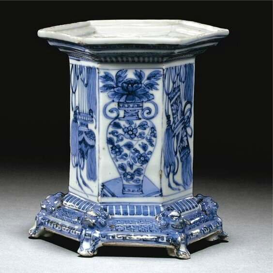 A rare and large hexagonal blue and white salt for the Western market, Ming dynasty, Wanli period (1573-1620)