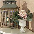 Lanterne et vase installés