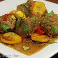 Curry d'agneau aux bananes plantain sautées