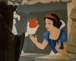 snowwhiteappledisneythudk9