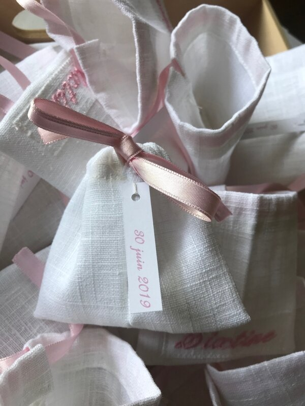 bourse broderie rose ruban rose verso
