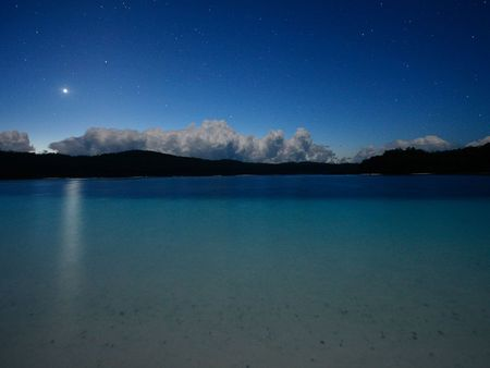 lake_mckenzie_night_essick_26746_990x742