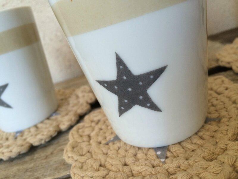 Gobelet en porcelaine décoré à la main