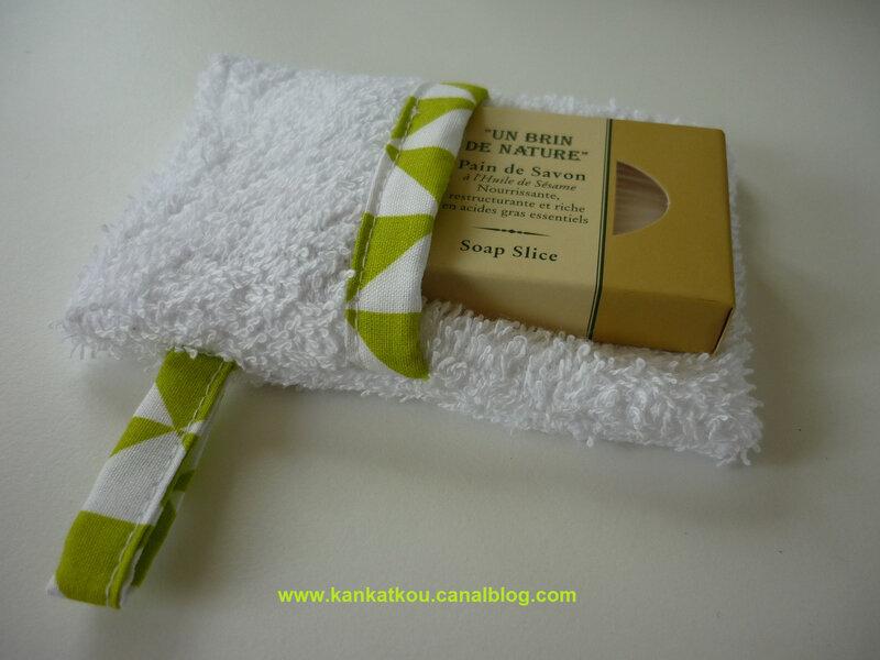 P1370694 gant de toilette savonnette