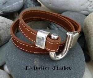 P1090633 Bracelet chic en cuir marron et coutures