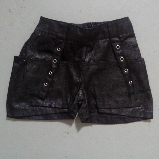 Short noir brillant