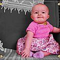 Ambre dans sa robe rose